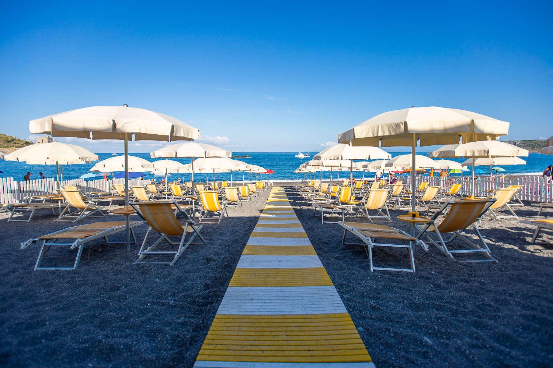 Arcomagno resort servizio spiaggia