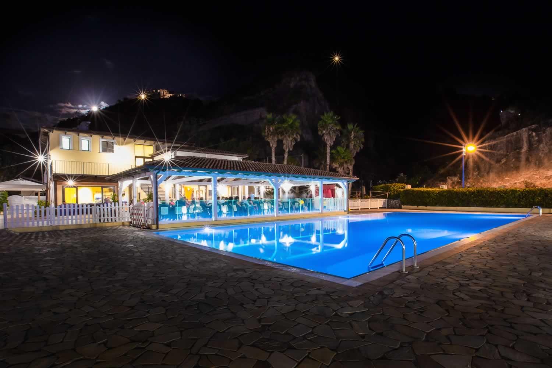 Arcomagno Resort - Piscina notturna